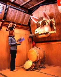 三ツ石稲荷神社の白狐の面