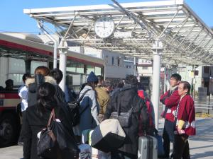 JICA二本松行きバスに乗車するボランティア候補生