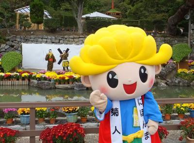 「菊人形」部門入選 菊人形とマスコット