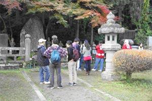 二本松少年隊墓所での写真