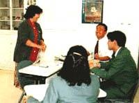 語学の訓練の様子の写真