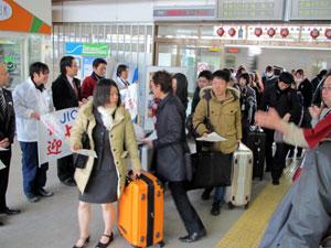 二本松駅に到着したみなさんの写真2