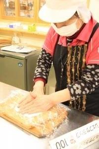 さくらの郷「合格餅」製造の様子