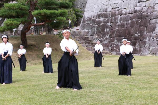顕彰祭剣舞1