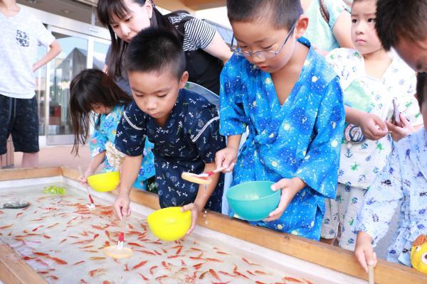智恵子の里安達夏祭り 金魚すくい1