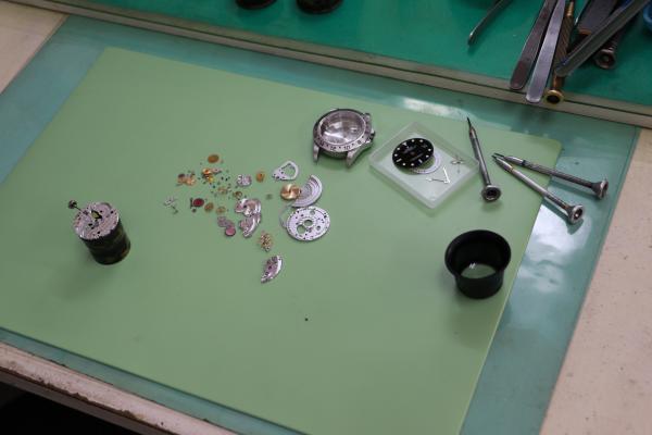 スゲノ時計店作業台