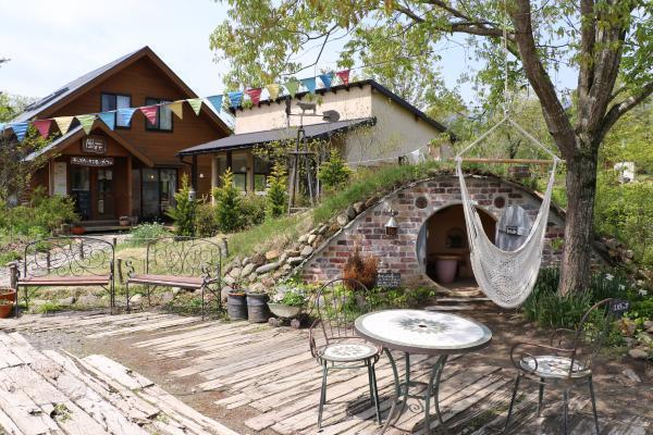 風花(カフェ外観と庭)
