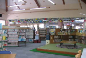 図書館児童コーナー