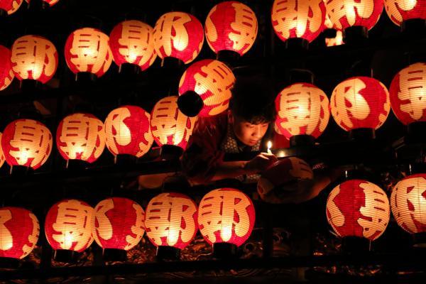 2019二本松の提灯祭り1日目(ろうそくの入れ替え)