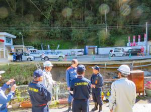 台風19号知事視察:小浜地内国道459号崩落個所
